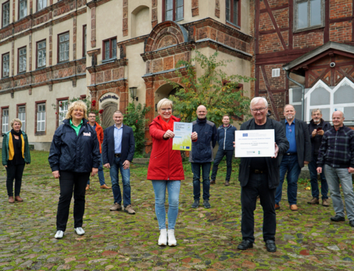 Projektbewertung – Vorhabenliste 2021 / Übergabe LEADER-Tafel Schloss Gadebusch